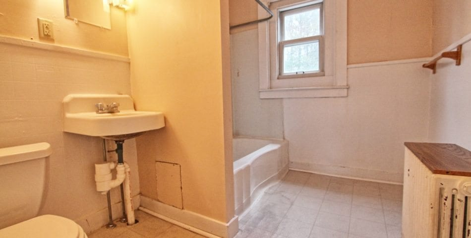 Bathroom Unit 6, 400 Court Auburn